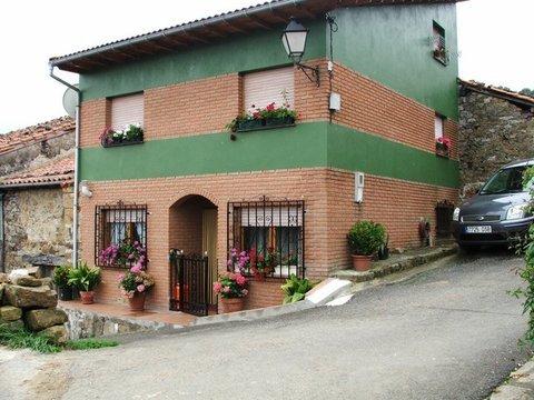 Geyka - CASA DE TRES PLANTAS - Geyka Inmobiliaria